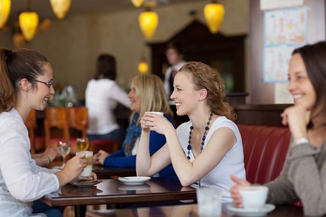 女性は基本的にしゃべるの大好きです。
