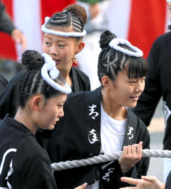 岸和田だんじりの女子の編みこみ