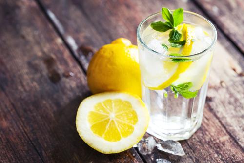 朝のレモン水