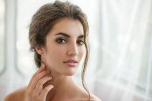 女性顔ケミカルピーリング
